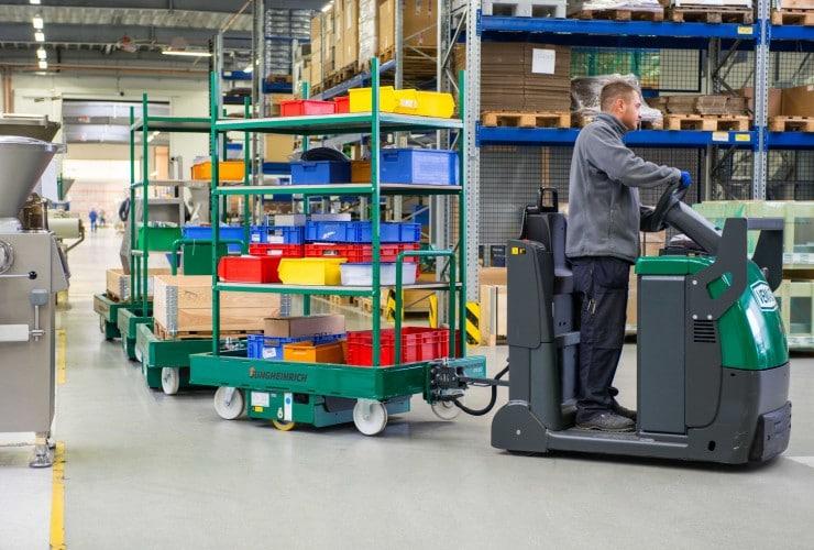 Routenzug-Logistiklösung bei der VEMAG Maschinenbau. | Foto: Jungheinrich