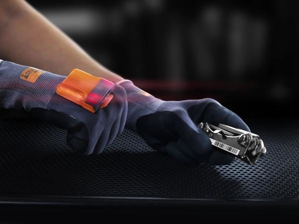 "PROGLOVE – Intelligenter Handschuh ""Mark"" scannt rascher"