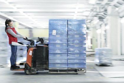 Warenausgang der Behälter (Foto: SSI Schäfer)