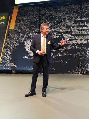 C. Erlach: Präsentation eines völlig neuen Schubmastastapler-Konzepts. (Foto: RS Media World)