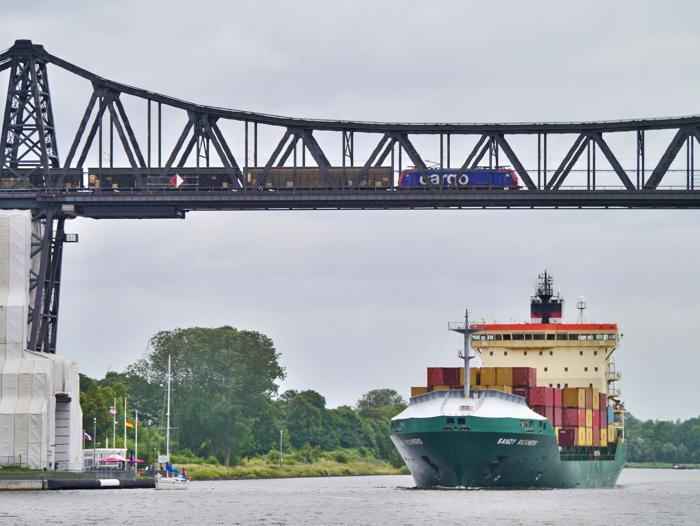 Die Logistik-Branche arbeitet schon immer im Hintergrund und wird nur dann im Alltag bemerkt, wenn die Logistik nicht funktioniert. (Foto: Erich Westendarp / www.pixelio.de)