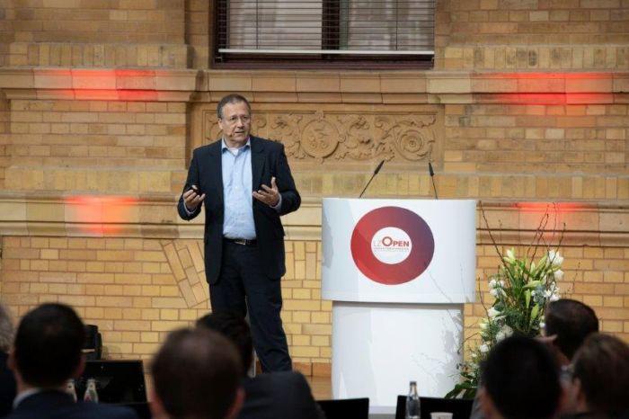 R. Buchmann: Nicht nur die Logistik sucht nach alternativen und verbesserten Möglichkeiten der Kommunikation. (Foto: Dematic)