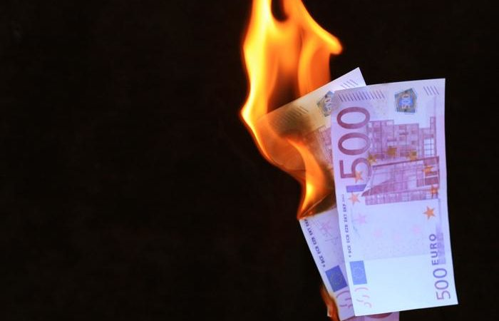 Im Vergleich zur Finanzkrise ist der aktuelle Rückgang der Industriekonjunktur nicht nur etwas stärker, sondern vor allem deutlich rascher erfolgt. (Foto: Rainer Sturm / www.pixelio.de)