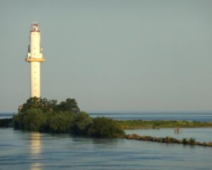 Relikt aus besseren Tagen der Donauschifffahrt: Leuchtturm an der Mündung zum Schwarzen Meer. (Foto: Helga Ewert / www.pixelio.de)