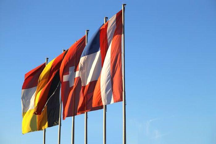 Erst der Beitritt Österreichs zum Europäischen Wirtschaftsraum (EWR) und dann der Europäischen Union (EU), brachte hier die entscheidende Wende in Richtung Export. (r.wagner / www.pixelio.de)