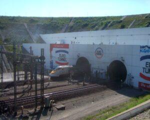 """Brexit: Derzeit heißt es """"rien ne vas plus"""" zwischen Calais und Dover. Mit Baxter Freight will sich DHL Freight jedoch den problemlosen Marktzugang nach Großbritannien. (Foto: Peter von Bechen / www.pixelio.de)"""