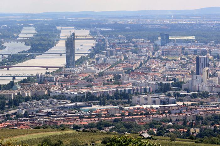 Donauraum - Von Wien aus organisieren viele Unternehmen ihre Expansion in den Donuaraum (Foto: : Helga Gross / www.pixelio.de)