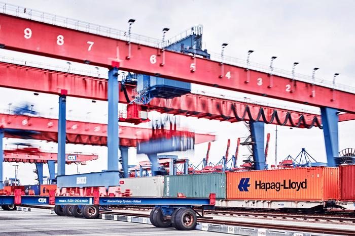Am Containerterminal läuft alles fast vollautomatisch ab. (Foto: Ties Raetzke)