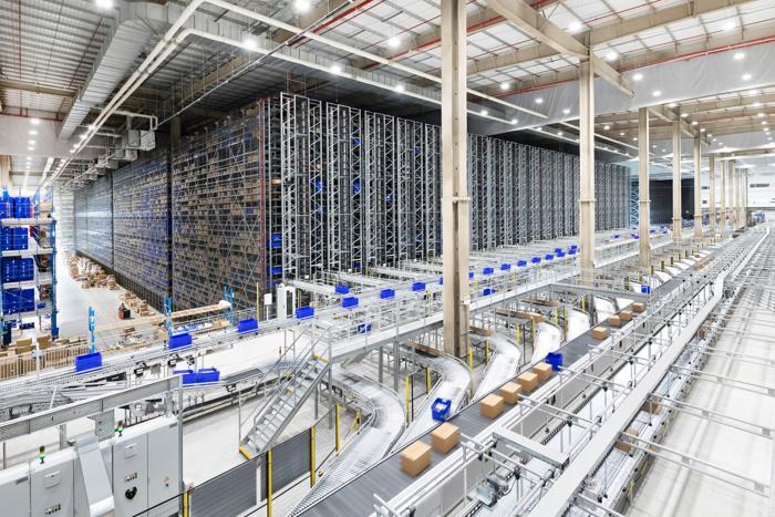 Internationaler einzelhandel - Größte Shuttlesystem-Installation von Dematic. (Foto: Dematic)