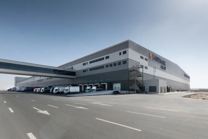 Internationaler Einzelhandel - Das neue automatisierte Premium-Distributionszentrum in Dubai führt einen Teil der manuellen Läger der Landmark Group zusammen. (Foto: dematic)