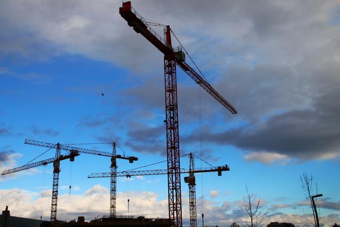 Im Immobilien- und Bausektor sind immerhin noch fast zwei Drittel der KMU zufrieden mit der Geschäftslage, gefolgt vom Sektor Energie- und Wasserversorgung. (Foto: Petra Dirscherl / www.pixelio.de)