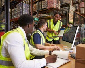 Für einen effizienten Gesamtherstellprozess benötigen Unternehmen die Kontrolle über die Produktionsabläufe beim Lohndienstleister. (Foto: Arvato Systems / Shutterstock)