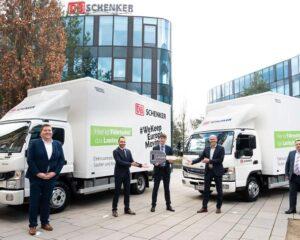 DB Schenker Mercedes Benz Trucks: R. Moser (Mercedes-Benz Trucks), H.-J. Salmhofer (BM für Verkehr), A. Winter (DB Schenker) A. Prummer (Mercedes-Benz Trucks), M. Alvarez (DB Schenker) (Foto: DB Schenker/ Stefanie Steindl / RS Media World Archiv)