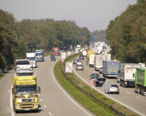 Mit der Verkehrspolitik der Bundesregierung erreicht Österreich nicht die EU-Klimaziele. (Foto: Erich Westendarp / www.pixelio.de