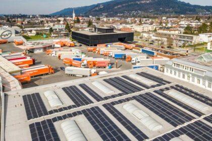 Energieversorgung – Photovoltaik-Anlage auf dem Stammhaus von Gebrüder Weiss in Lauterach. (Foto: gw-world / RS MEDIA WORLD Archiv)