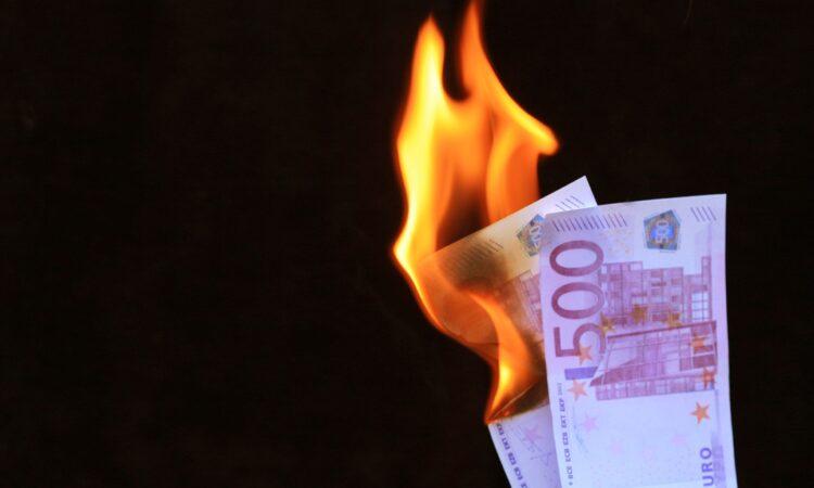 Investoren sorgen sich mittlerweile um eine Überhitzung der Konjunktur, auf welche die Inflationsraten und wachsende Geldmengen hinweisen. (Rainer Sturm / www.pixelio.de)