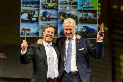 George Terberg (rechts), der derzeitige Vorstandsvorsitzende der Royal Terberg Group, wird den Vorsitz am 1. Oktober 2021 an seinen Cousin Godfried Terberg (links) übergeben. (Foto: Royal Terberg Group / RS MEDIA WORLD Archiv)