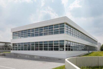 Vanderlande Industries - Vor Kurzem wurde in Mönchengladbach ein Zubau für 150 Mitarbeiter:innen eingeweiht. (Foto: Vanderlande / RS MEDIA WORLD Archiv)